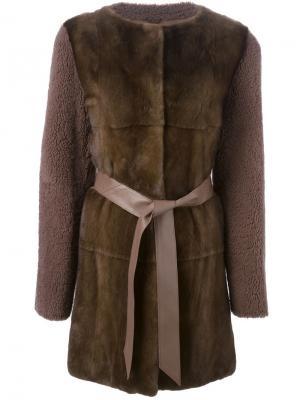 Пальто с контрастным передом и поясом Liska. Цвет: коричневый