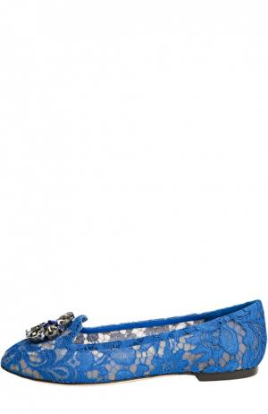 Кружевные слиперы Rainbow Lace с брошью Dolce & Gabbana. Цвет: синий