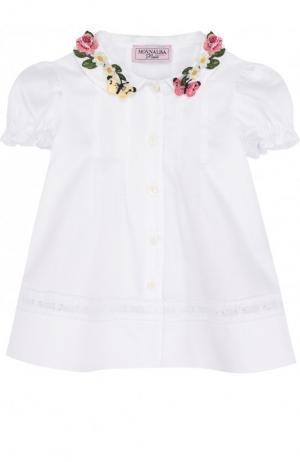 Хлопковая блуза свободного кроя с аппликацией на воротнике Monnalisa. Цвет: белый